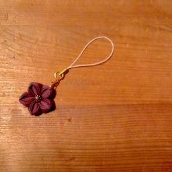 つまみ細工 エレガントな紫の花